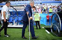 Главный тренер Уругвая плохо ходит даже с тростью. У него тяжелое заболевание