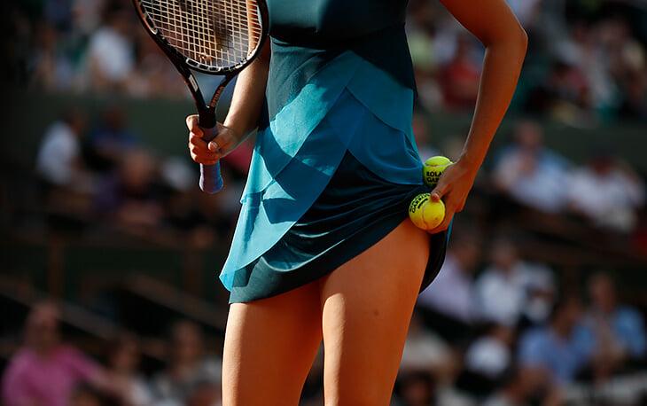 Карманы на платье – женская мечта, но их не делают даже для теннисисток. Так куда они прячут мяч?