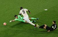 «МЮ» дважды забил после грубых ошибок «ПСЖ» – 2:1. До выхода остался один гол!