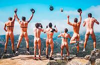 Это главное летнее фото в биатлоне: вместо одежды на швейцарцах только шлемы