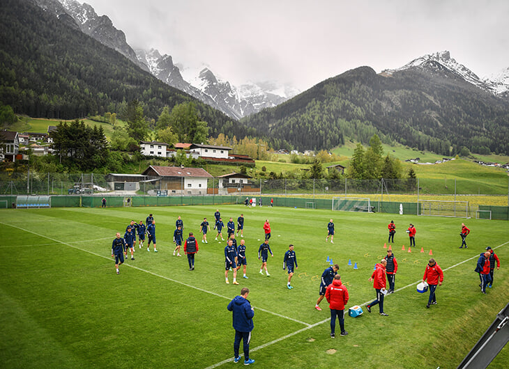«Альпы напоминают мне родной Алагир». Сборная Черчесова ко всем турнирам готовится в Австрии