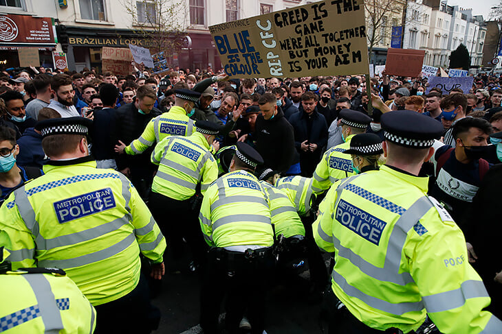 Протест, который добил Суперлигу: в Лондоне вынудили уйти «Челси», следом отказались и остальные