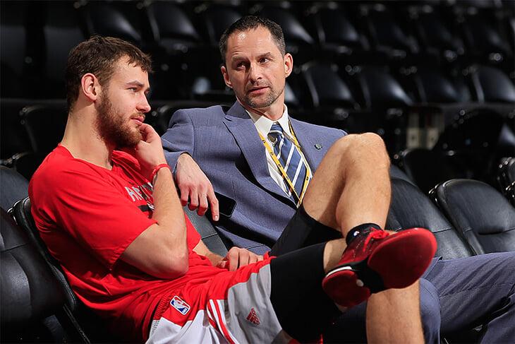 Карнишовас никогда не играл в НБА, но теперь рулит «Чикаго». Он блистал с Литвой, выходил против Джордана и косил от армии в Штатах
