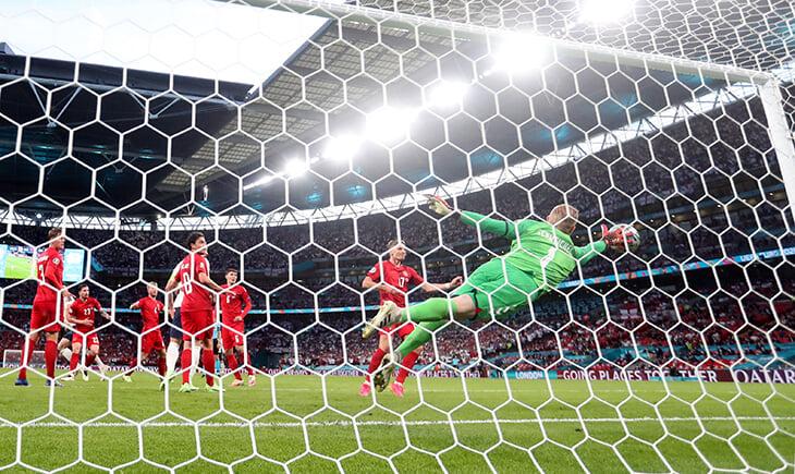 Шмейхель чуть не вытащил Данию в финал. Его сэйвы и отбитый пенальти – просто вау