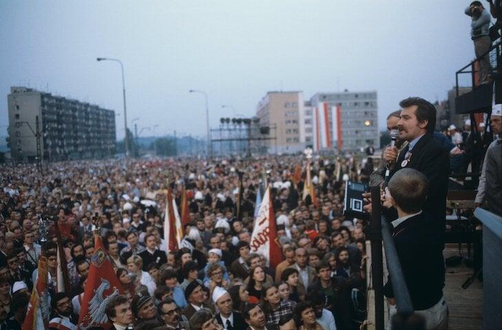 Антисоветский протест на Евро, который долго замалчивали: поляки выскочили на лед, когда наш суперфигурист готовился к прокату
