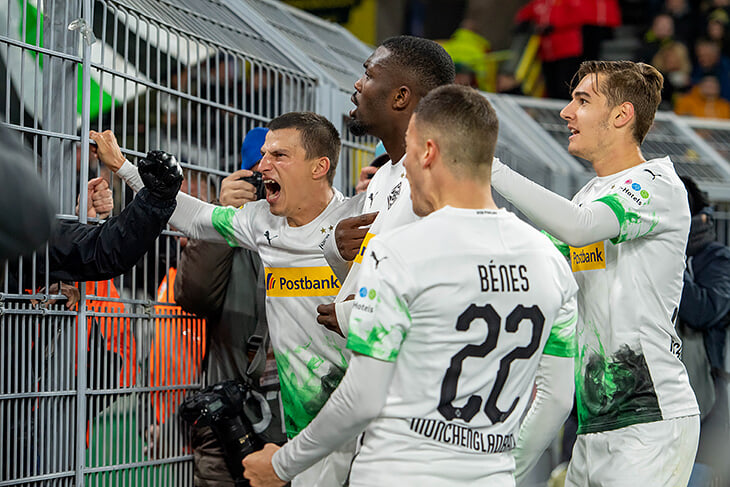 В Бундеслиге три победы хозяев в двух турах, хотя дома вроде бы играть проще. Теории про тестостерон, острова и розовую раздевалку