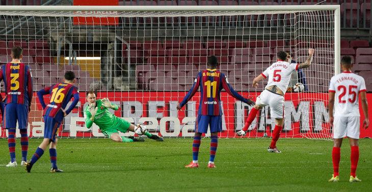 «Барса» героически прорвалась в финал Кубка: Тер Стеген взял пенальти, у Пике спасительный гол на 93:08