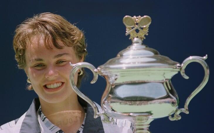 Мартина Хингис в 16 выиграла пять «Шлемов», зарабатывала миллионы и прятала острые зубы за детской улыбкой