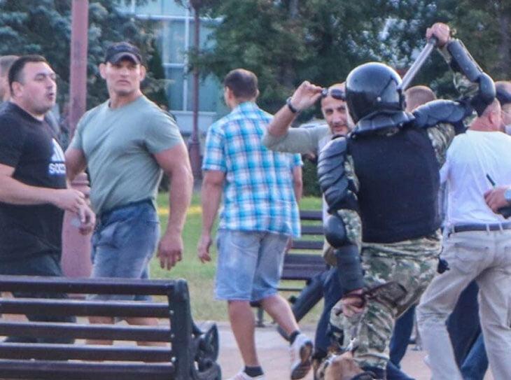 Белорусского бойца Алексея Кудина экстрадировали из России. Он нокаутировал силовиков на протестах против Лукашенко