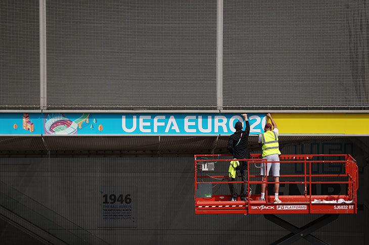 «Евро-96 был праздником, который не испортил даже взрыв бомбы в Манчестере». Рассказ человека, который изнутри видел прошлый ЧЕ в Англии