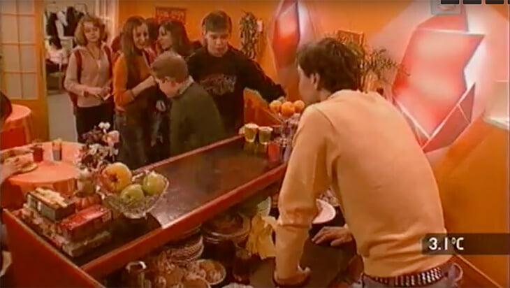 Антон Сихарулидзе продавал пирожки в школьном буфете и бегал за 11-классницей –это роль в подростковом сериале