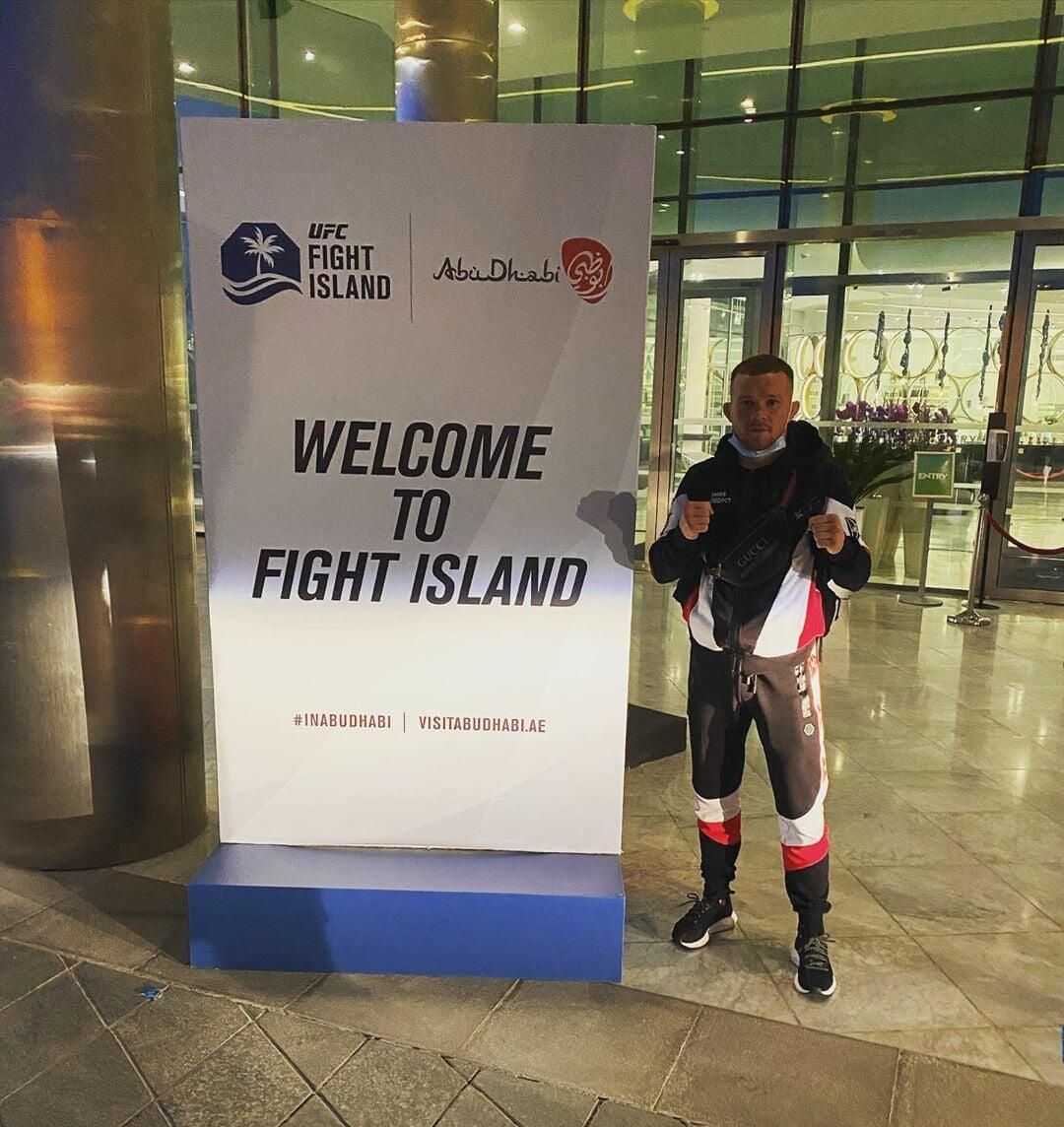 Я вырос на Крайнем Севере, дрался в ночных клубах за 4000 рублей, а теперь у меня бой за титул UFC