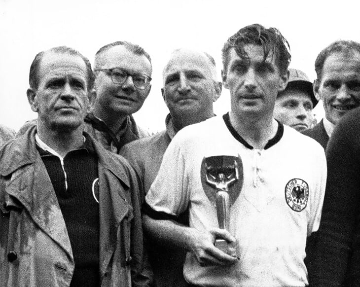 Президент «Баварии» прошел Дахау, Гитлер не поддерживал «Шальке», Кубок основал группенфюрер СА. Как немецкий футбол пережил фашизм