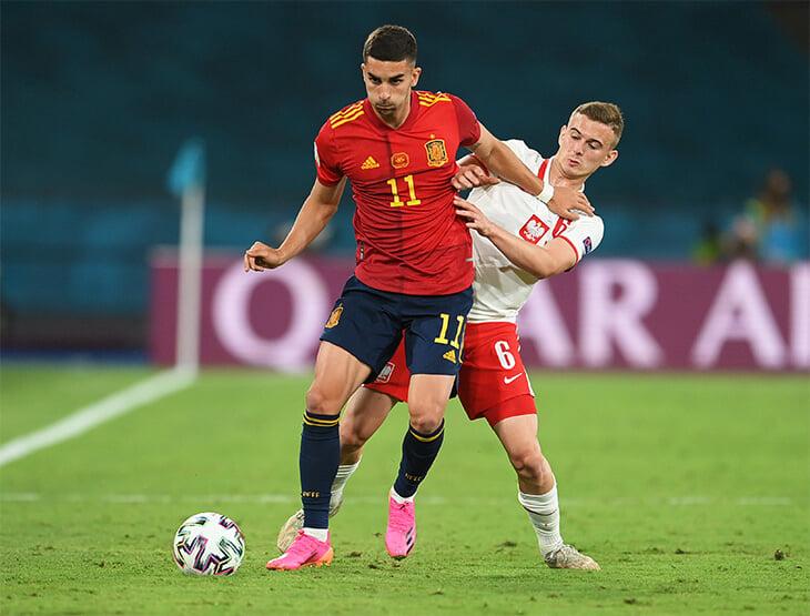 В 16 попал в аварию и сломал позвонки, в 17 – самый молодой игрок в истории Евро. История Кацпера Козловски