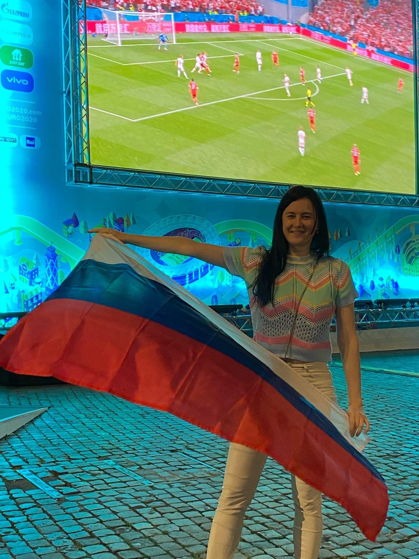 Я смотрел матч в самой красивой фан-зоне Евро: тут итальянцы пели гимн России, а потом мы вместе задыхались от безнадеги