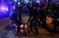 В класико протесты затмили футбол: перед матчем – драка болельщиков, игру приостановили из-за шаров на поле