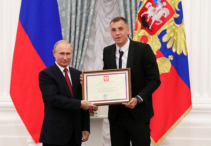 «Матч ТВ» спросил Путина про видео Дзюбы. Он откашлялся и сказал, что не смотрел, а Песков рассмеялся