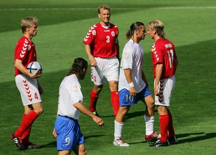 На Евро-2004 Тотти плюнул в Поульсена. Он называет этот поступок самым стыдным в жизни