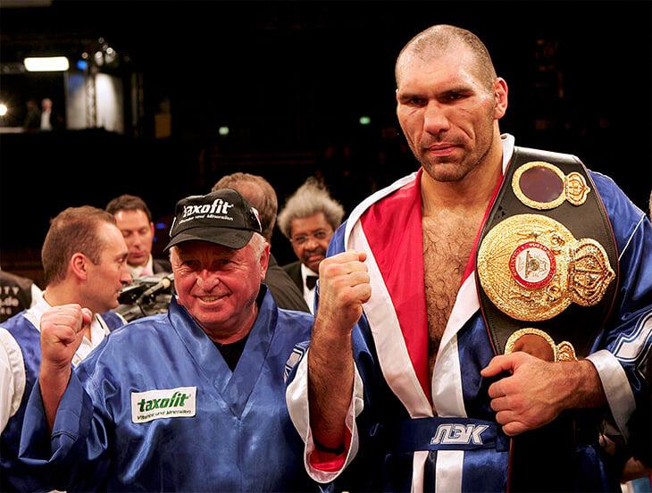 «Ему подбирались слабенькие соперники, расставлялись свои судьи». Валуев стал чемпионом мира, хотя в 90-х крышевал ларьки