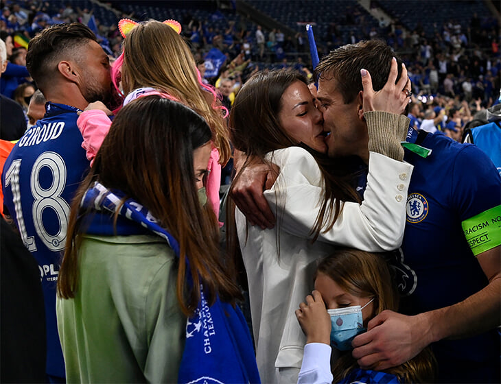 Нет ничего лучше семейных празднований: поцелуи, объятия и просто счастье всего «Челси» после финала ЛЧ