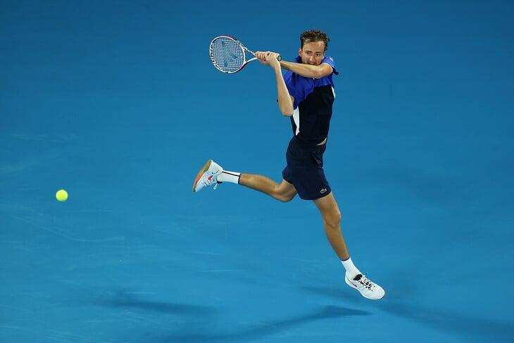 Бэкхенд в прыжке – теннисная красота. В моду ввел скандальный Риос, а Сафин влюбил в него Россию