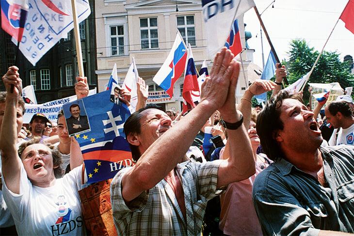Чехословакия распалась прямо во время отбора на ЧМ. Вот как случился «Бархатный развод»