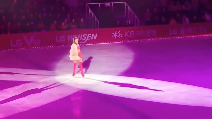 У Медведевой – новый шоу-номер. Она впервые вышла во всем розовом