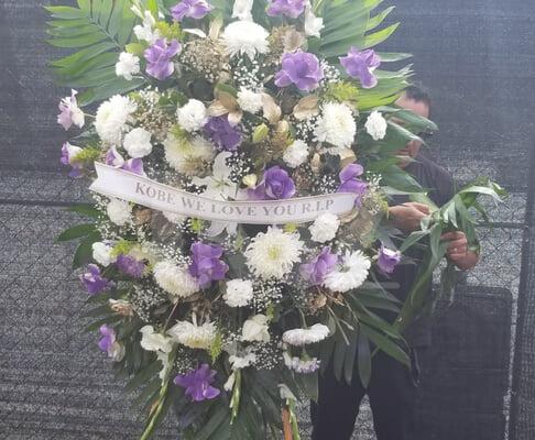 Кобе Брайант с дочкой погибли при крушении вертолета. Онлайн