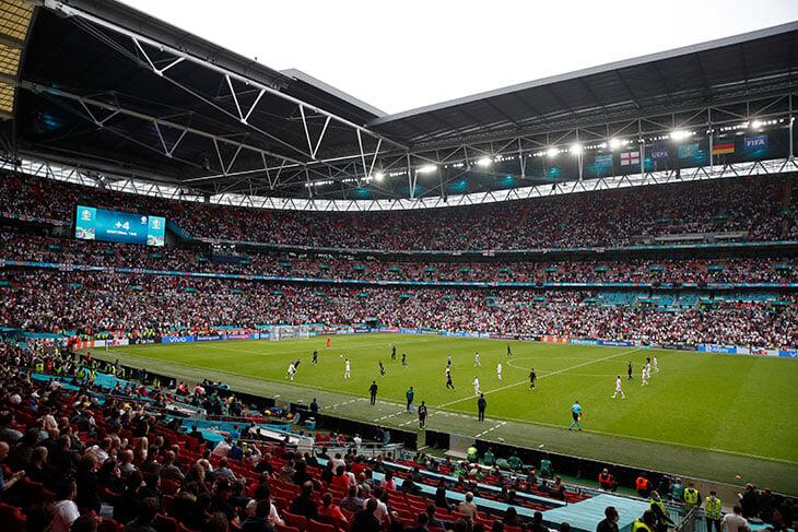 На полуфинал и финал Евро в Лондоне не попасть из Италии, Испании и Дании. УЕФА выбил исключения только для випов