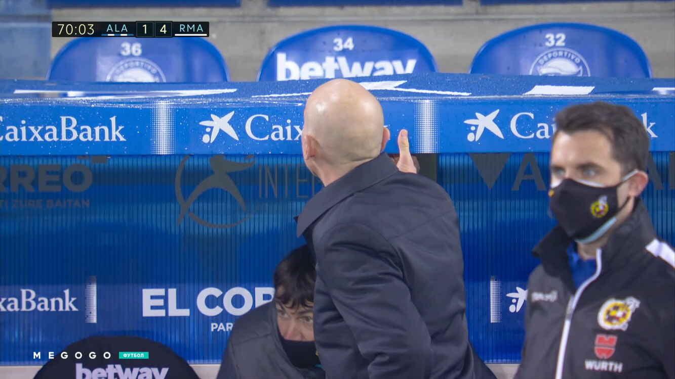 Второй тренер «Реала» звонил Зидану во время игры с «Алавесом». Они дружат уже больше 30 лет – все началось с биде
