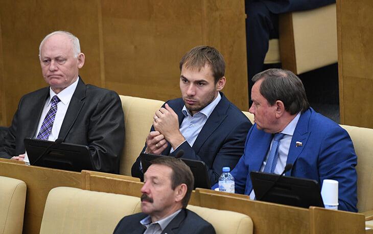 Уральскому городу срезали финансирование на 300 млн рублей из-за Шипулина (так считает мэр). За Антона проголосовали меньше 40%
