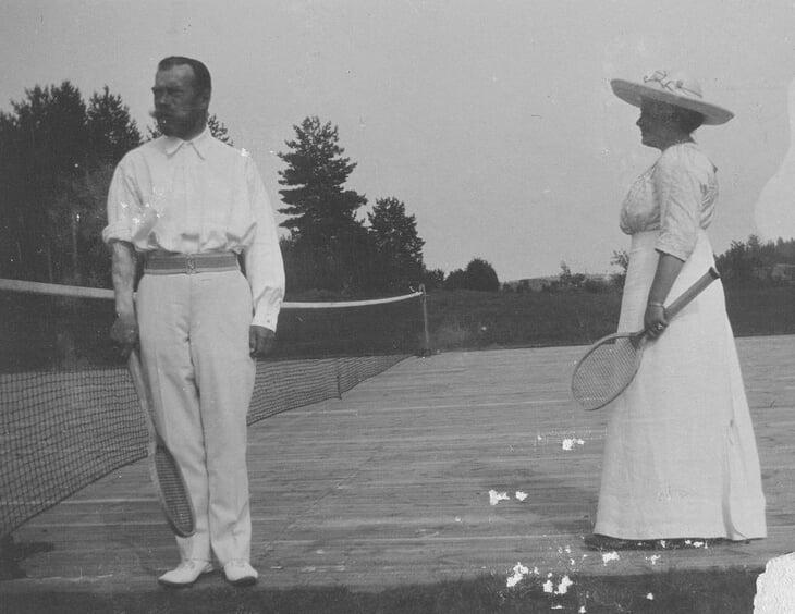 Николай II обожал теннис: влюбился за 4 дня, играл в 40-градусную жару и один раз получил мячом так, что захромал