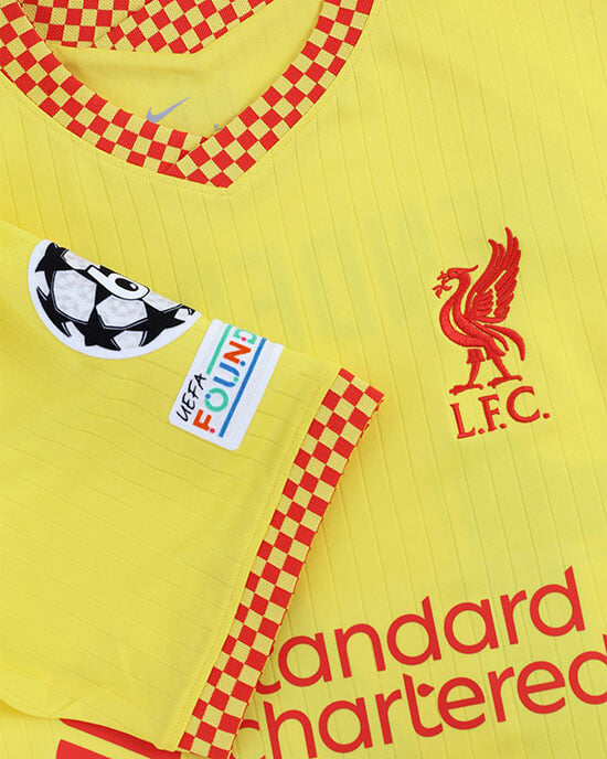 Третья форма «Ливерпуля» – желтая: с отсылками к самой известной трибуне «Энфилда» и истории