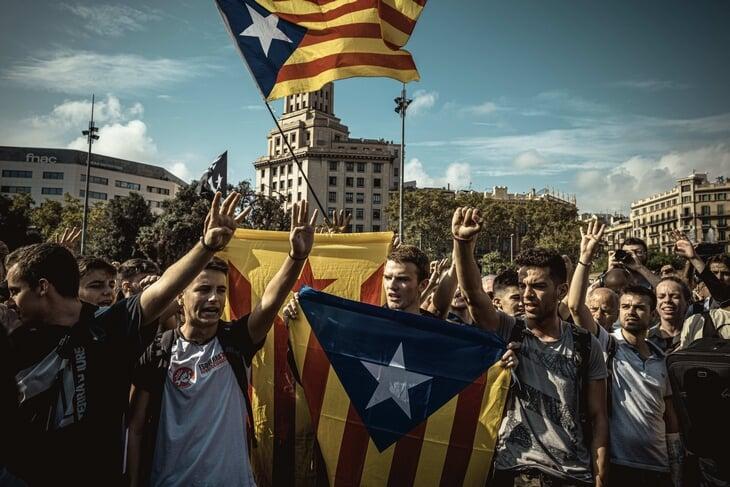 У «Барсы» проблемы из-за протестов в Каталонии: придется ехать 6 часов автобусом, домашнее класико наверняка перенесут