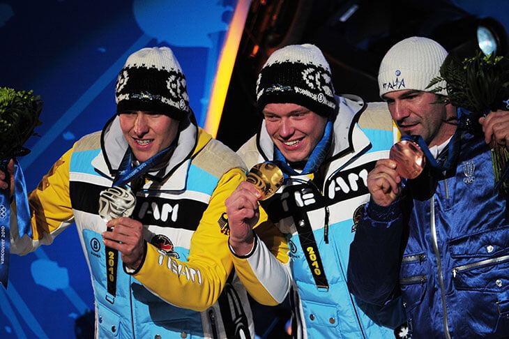 Зачем спортсмены кусают медали