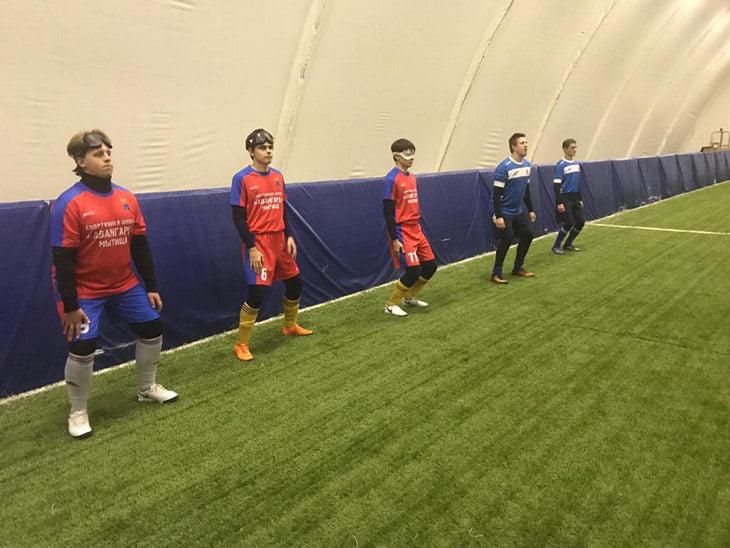 Незрячие футболисты сходили на сборную в Нижнем и познакомились с Головиным – он не хотел от них уходить