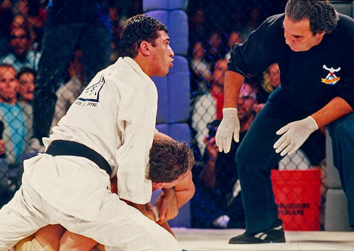UFC был создан бразильским кланом: хотели показать превосходство джиу-джитсу, на первом турнире планировали ров с акулами и крокодилами