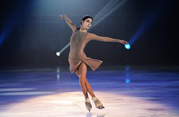 Лучшие платья российских фигуристок этого сезона: утонченный наряд Щербаковой, шипы Трусовой и нежный образ Медведевой