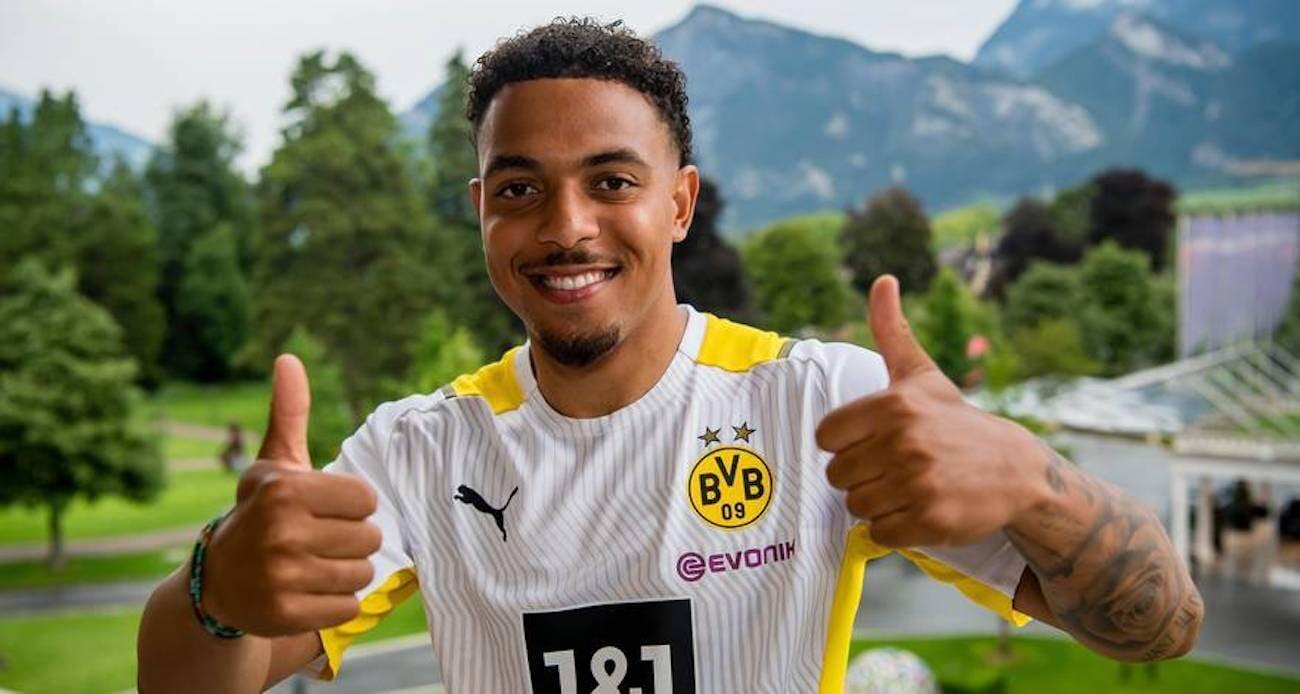 Мален перешел в Дортмунд из ПСВ. Сделка оценивается в 30 млн евро