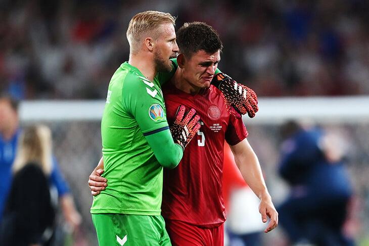 Этот пост пропитан болью. Игроки сборной Дании плачут после поражения в полуфинале
