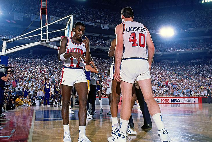 aa8337cc Летом 88-го «Пистонс» проиграли в финале «Лейкерс». После этого Айзейя  Томас обнаружил Билла Лэймбира в душевой – тот сидел на полу и рыдал.