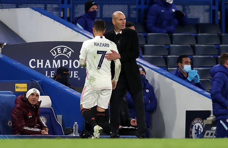 Азар обнимался и смеялся с игроками «Челси» после поражения. От этих кадров в Мадриде многих бомбануло