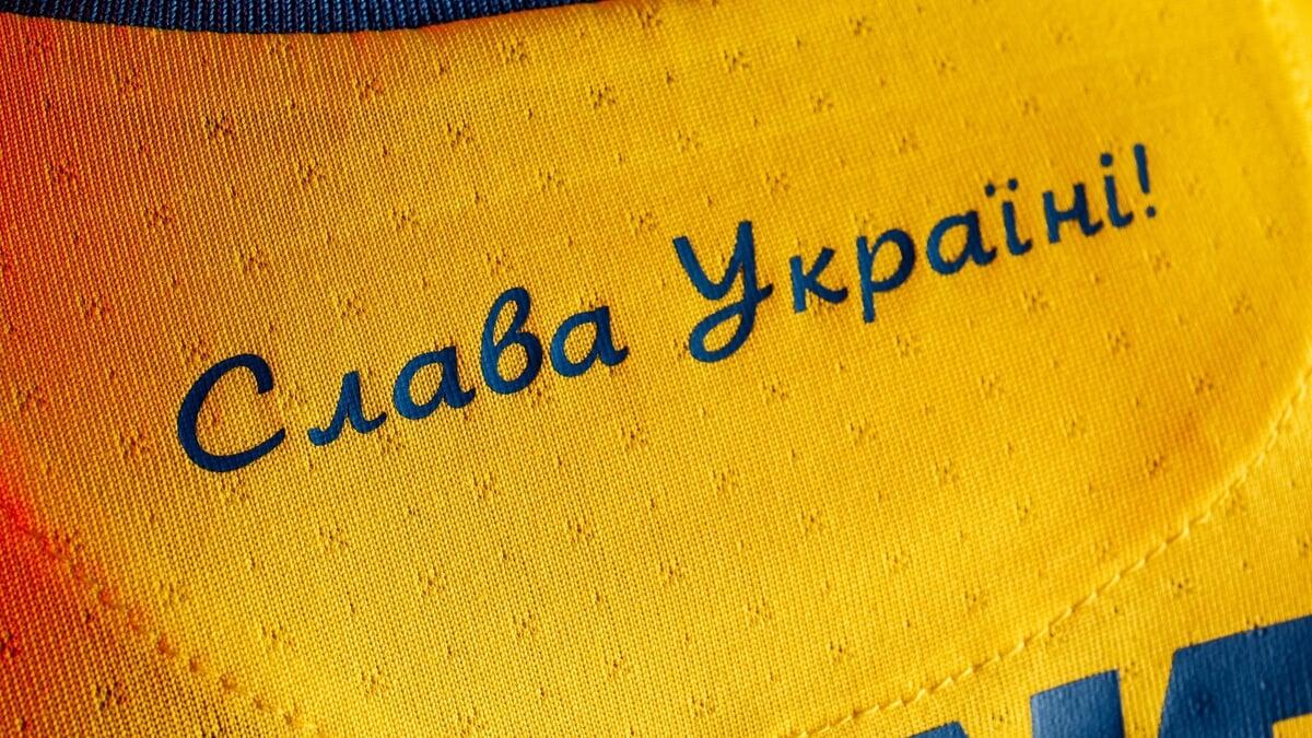 УАФ ведет переговоры с УЕФА, чтобы оставить слоган Героям слава! на форме Украины