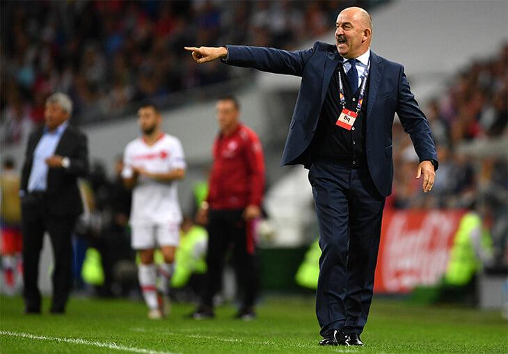 Черчесов начинал в сборной матчем с Турцией на фоне сбитого самолета. Заканчивал подготовку к ЧМ-2018 тоже с турками