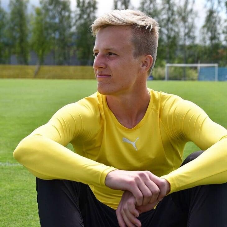 В сборной Финляндии есть наполовину русский Роберт Иванов. Играл в третьей лиге, среди крановщиков и кассиров, его карьеру перевернул Равиль Сабитов