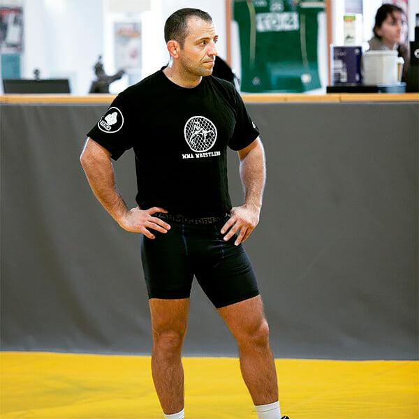 Тренер Макгрегора по борьбе – молдаванин. Считает, что в партере Конор лучше Хабиба