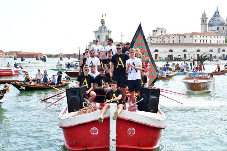 «Венеция» вернулась в Серию А и устроила сказочный парад на воде!