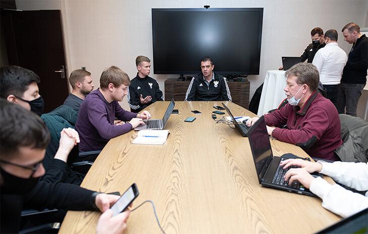 «Если кто-то хочет футбол без ошибок, пусть играет в компьютерные игры». Большое интервью босса русских судей