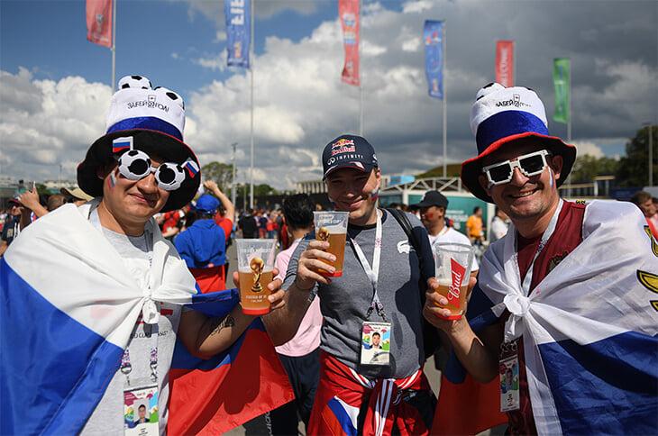 Пиво и российский футбол. Сколько денег получат клубы, если осенью власти снимут 16-летний запрет?