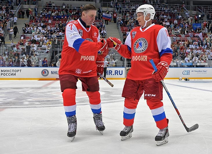 Путин наградил защитника великой пятерки орденом Александра Невского.